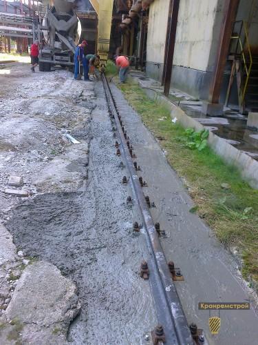 заливка бетоном подкранового пути