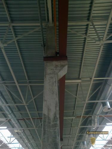 фиксация кранового пути на консоли бетонной опоры цеха